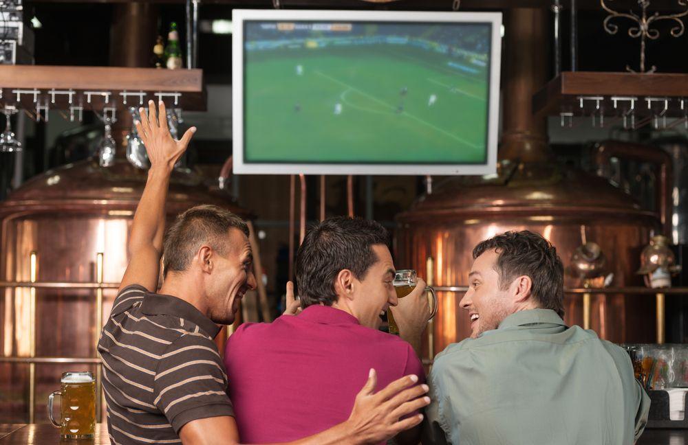 El fútbol siempre viene bien para un bar